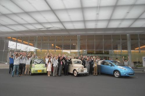 左からハイパーミニ、たま電気自動車、リーフ。たま電気自動車再生完了を記念して。