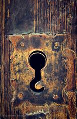 200.000 visitas !!!!!! --- 200,000 visits !!!!!! (Lui G. Marn - www.luimalaga.com) Tags: door wood eye texture textura ojo puerta madera key lock lui llave cerradura