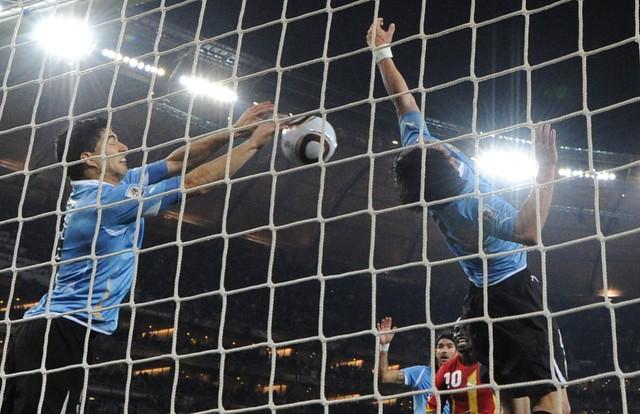 Thumb Foto de la mano de Luis Suárez, en Uruguay versus Ghana