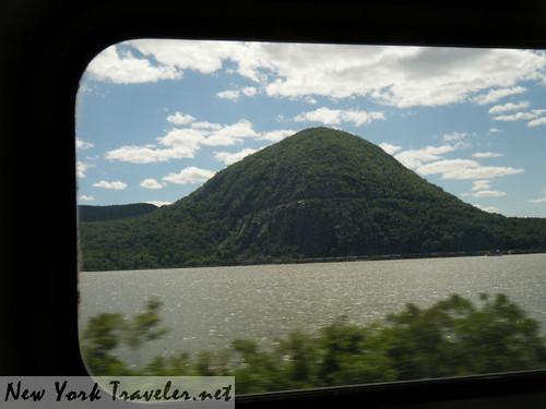 Train along Hudson R