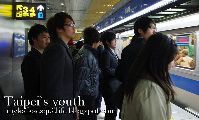 Taipei's fashionable young people on the subway