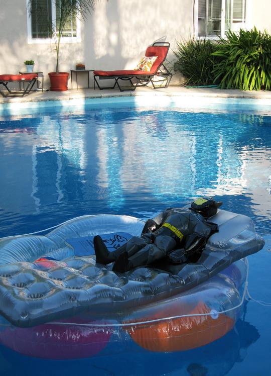 backyard+pool+rafts+batman+loungers