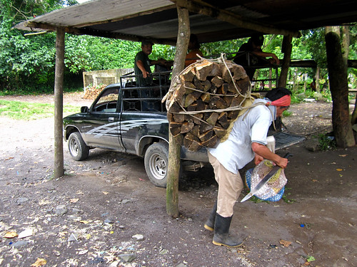 Quetzaltenango 25 - Loading wood onto a truck at El Palmar Viejo