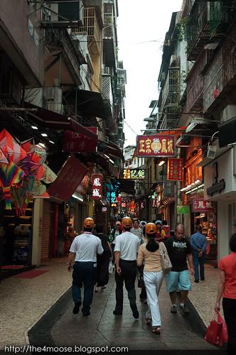 Macau - 大三巴街 Rua de Sao Paulo