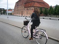 On the phone (Barcelona Cycle Chic) Tags: girl bike copenhagen cyclechic