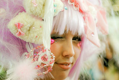 lunie-chan (  Pounkie  ) Tags: pink portrait cute girl rose costume pretty cosplay sweet pastel exhibition explore lolita magical fille bonbon clindoeil profil perruque kawai dguisement inconnu japanexpo luniechan japanexpo2010 lolitaspankesque