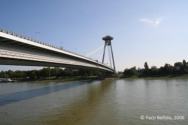 ¿Un OVNI sobre el Danubio?. © Paco Bellido, 2006