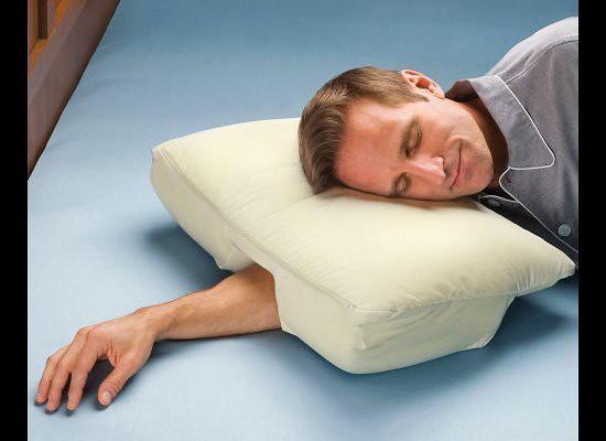 Almohada con agujero para brazo