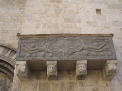 Iglesia de Sant Feliu - Sarcófago exterior (albTotxo) Tags: españa girona cataluña gerona