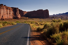 arches national park road II (Wolfgang Staudt) Tags: usa utah archesnationalpark wüste südwestenusa
