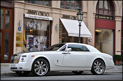 Rolls Royce Phantom Coup (ThomvdN) Tags: white germany munich nikon doors middleeast july automotive thom huge rolls arabian phantom rims royce vr coup 2010 carphotography 18105 maximilianstrasse d5000 thomvdn