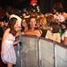 0023 Elena Rivera se fotografia con unas fans