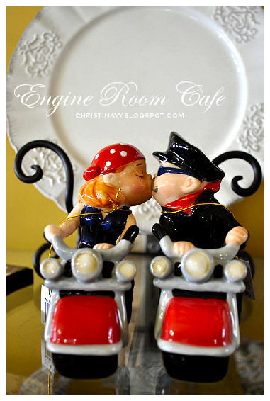 Engine Room Cafe Toowoomba: Kissing Couple