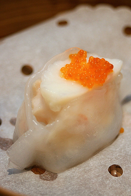 Steamed scallop and kale dumpling - 3pcs for HK$40