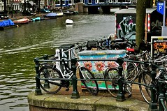 eyes (Ingvar_Sv) Tags: holland netherlands amsterdam bike bicycle canal nikon nederland paysbas d90 canaux amsterdamcanal