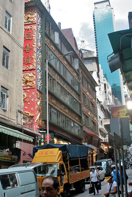 The building in which Mak's Noodles is housed - rather gaudy, no?