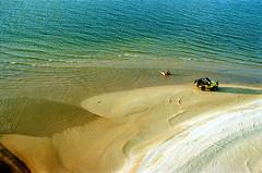 Namorados Rio Tapajós 2002 (Ricardo_ Lima) Tags: brazil beach brasil amazon couple jeep aerial nights aerialphotography clearwater 1001 canoas amazônia vistaaérea alterdochão northbrazil photosandcalendar tapajósriver amazonboats coupleseenfromabove