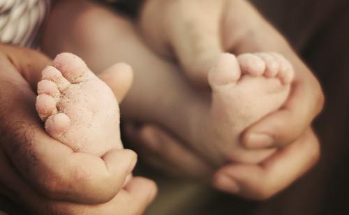 sandy tiny toes