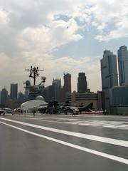 NEW YORK - Intrepid (foto_quindi_sono) Tags: usa newyork skyline america bigapple airspacemuseum statiuniti portaerei grattacieli skycreeper intrepidsea
