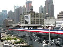 NEW YORK - Intrepid, Blackbird (foto_quindi_sono) Tags: usa newyork skyline america bigapple blackbird aereo airspacemuseum aerei statiuniti portaerei grattacieli skycreeper intrepidsea