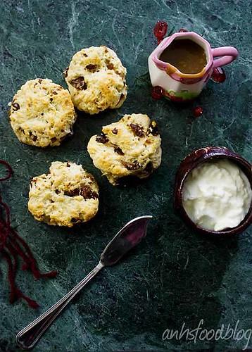 Sticky date scones