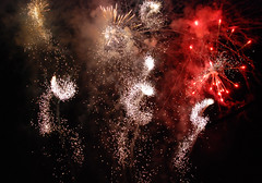 Fuochi d'artificio a Follonica 2010 (Roberto Tamaro) Tags: show light holiday fireworks urlaub tuscany luci toscana vacanze spettacolo feuerwerk fuochi follonica articifio