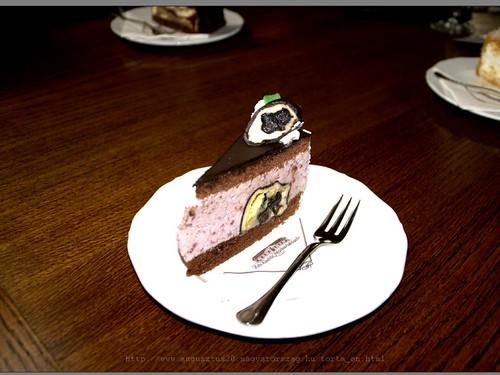 Plum dumpling cake