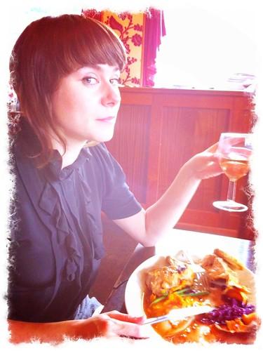 Vanessa @ Hangover Lounge, Scoffing Chicken
