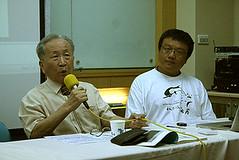 左:「鯨豚爺爺」楊鴻嘉;右:中研院生物多樣性中心研究員陳昭倫