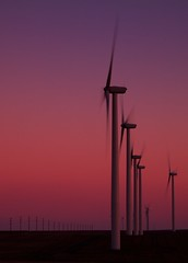 081410 Oregon 195 (Kyle Bailey - Da Big Cheeze) Tags: sunset windmill oregon power windfarm windpower greenpower alternativepower kylebailey rookiephoto dabigcheeze wwwrookiephotocom