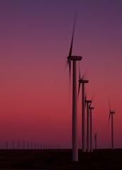 081410 Oregon 195 (Kyle Bailey - Da Big Cheeze) Tags: sunset windmill oregon power windfarm windpower greenpower alternativepower kylebailey rookiephoto dabigcheeze wwwrookiephotocom