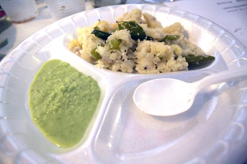 uppumai with coconut chutney