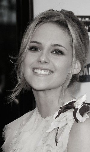 Kristen Stewart blond beauty!