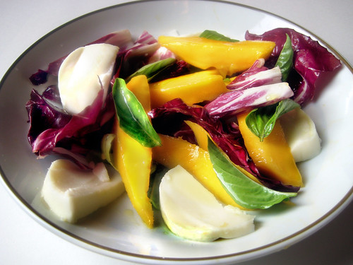 Post image for Mango-Radicchio Caprese Salad