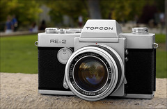 Topcon RE-2 (newmexico51) Tags: camera slr 35mm vintage lens 50mm re meter 1960s asa f18 58mm sixties re2 singlelensreflex 1965 copal topcon asa1600 topcor tokyokogaku topconre2 reautotopcor gregorypeterson f58cm meterinthemirror copalsquarefpshutter copalsquare