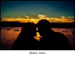 Por la maana seremos historia...(Before Sunrise). (Viudo) Tags: travel sunset summer portrait art love sol beach sunrise movie landscape boats atardecer dawn mar twilight kiss ray retrato amor sommer kunst asturias paisaje romance amanecer romantic pelicula barcas landschaft romantico beso rayos