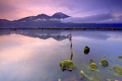 Sunrise at Lake Batur (Helminadia Ranford) Tags: bali mountain lake sunrise indonesia batur kintamani