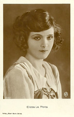Elizza La Porta (Truus, Bob & Jan too!) Tags: 1920s cinema film sepia vintage germany movie star la weimar ross glamour kino european silent postcard picture hairdo curls cine screen german actress porta movies postal postale rumania cartolina carte allure ufa postkarte filmstar ansichtkaart filmster rumanian sokal tarjet derstudentvonprag elizza henrikgaleen elizzalaporta