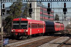 S52 mit BLS RBDe 566 233 Pendel / Pendelzug noch ohne Taufnamen mit Steurwagen ABt 933 in den ehemaligen RM - Farben in Bern Bmpliz Nord in der Schweiz (chrchr_75) Tags: hurni christoph schweiz suisse switzerland svizzera suissa swiss chrchr chrchr75 chrigu chriguhurni 1102 bls ltschbergbahn bahn train treno zug eisenbahn streckebn bn s52 rbde pendel exrm rm albumblsltschbergbahn bern ltschberg simplon albumbahnenderschweiz2011 2011 juna zoug trainen tog tren  lokomotive  locomotora lok lokomotiv locomotief locomotiva locomotive railway rautatie chemin de fer ferrovia  spoorweg  centralstation ferroviaria pendelzug regionalzug albumblsrbdependel chriguhurnibluemailch