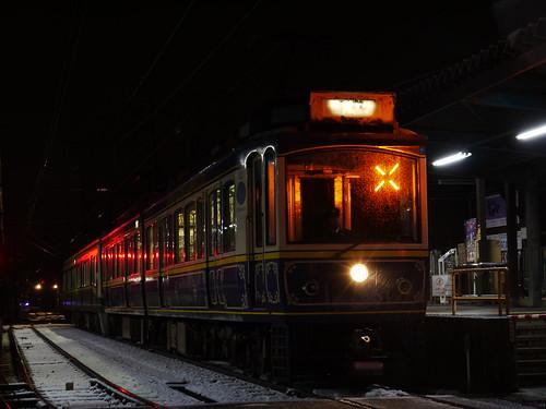 江ノ電10F+2001F稲村ヶ崎行き最終電車@長谷