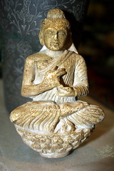 Buddha in Stucco, Peshawar (imranthetrekker , Bien venu au Pakistan) Tags: pakistan tourism buddhism tourists peshawar nwfp gandhara imranthetrekker imranschah chitralguy pushtoon gandharanart