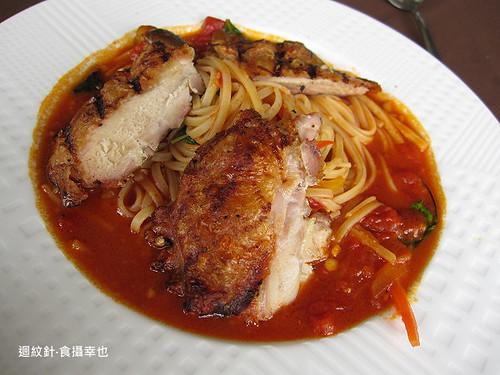 葡萄樹茄汁雞肉義大利麵