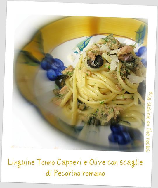 linguine tonno, capperi, olive con scaglie di pecorino romano