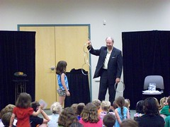 ys-srp-kick-off 008 (eg_library) Tags: magician summerreadingprogram eastgreenbushlibrary jimsnack