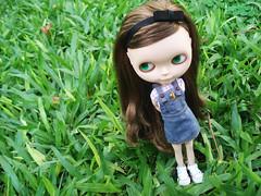 Lana  (Bruna Lacrout ) Tags: green lana doll jeans grama jardim blythe lpis custom allstar lils xadrez poupe rbl diadesol urbancowgirl ucg takaratomy