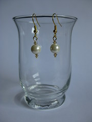 182/365 (ONE by one) Tags: beige handmade pearls pearl earrings 2010 day182 project365 365days onebyone pearlearrings beigeearrings crafting365day182 365pairsofearrings