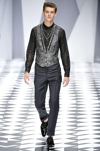 SS11_Milan_Versace0020_Christian Plauche(VOGUEcom)