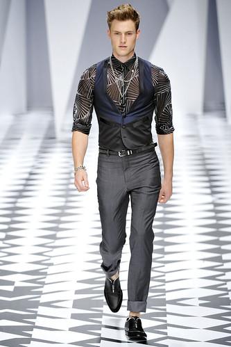 SS11_Milan_Versace0005_Matt Benstead(VOGUEcom)