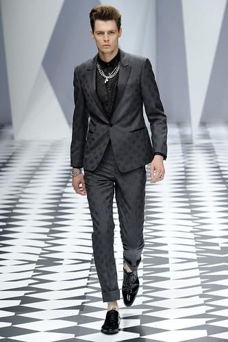 SS11_Milan_Versace0042_Adrian Wlodarski(VOGUEcom)