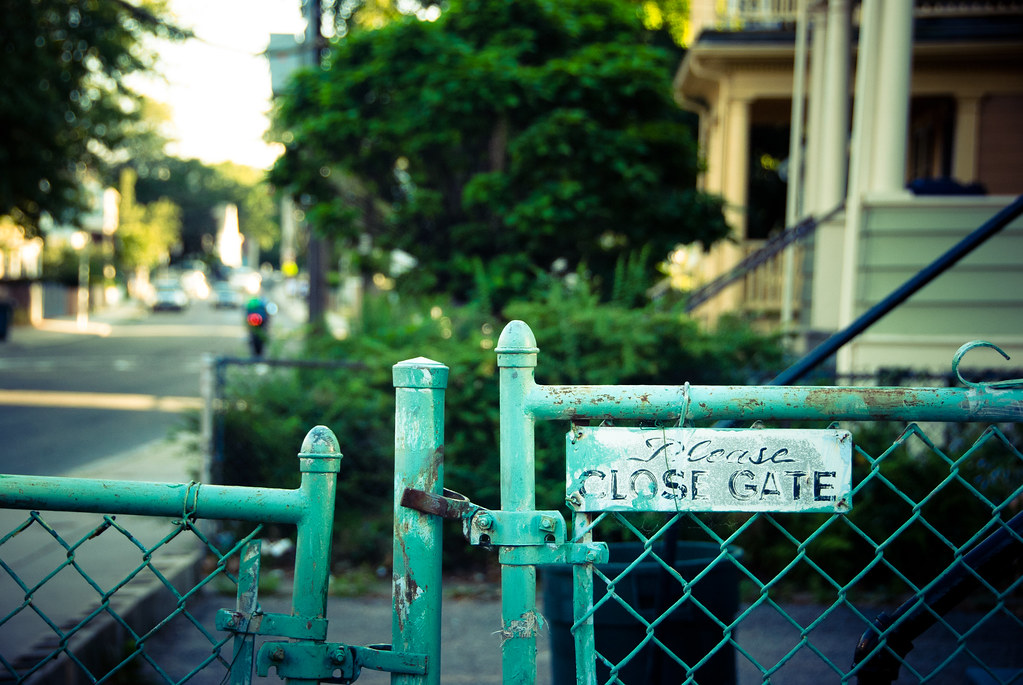 please close gate